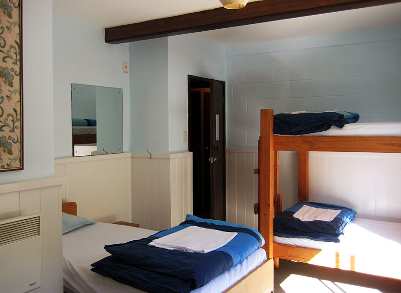 Dormitory, includes full bedding : Photo